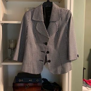 Investments black and White Blazer.  Size 10.
